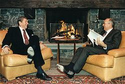 Reagan_and_Gorbachev_hold_discussions