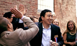 Andrew-Yang-Crowd-photo-by-Nanette-Konig